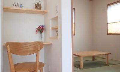 木の香りと暮らす自然素材の家 (和室~デスクコーナー)