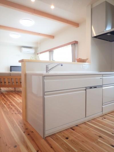 木の香りと暮らす自然素材の家 (キッチン)