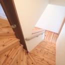 木の香りと暮らす自然素材の家の写真 階段