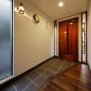 築50年木造の家-古きよき姿を残しながら住み継ぐリノベーション-の写真 重厚感が漂う上質の玄関