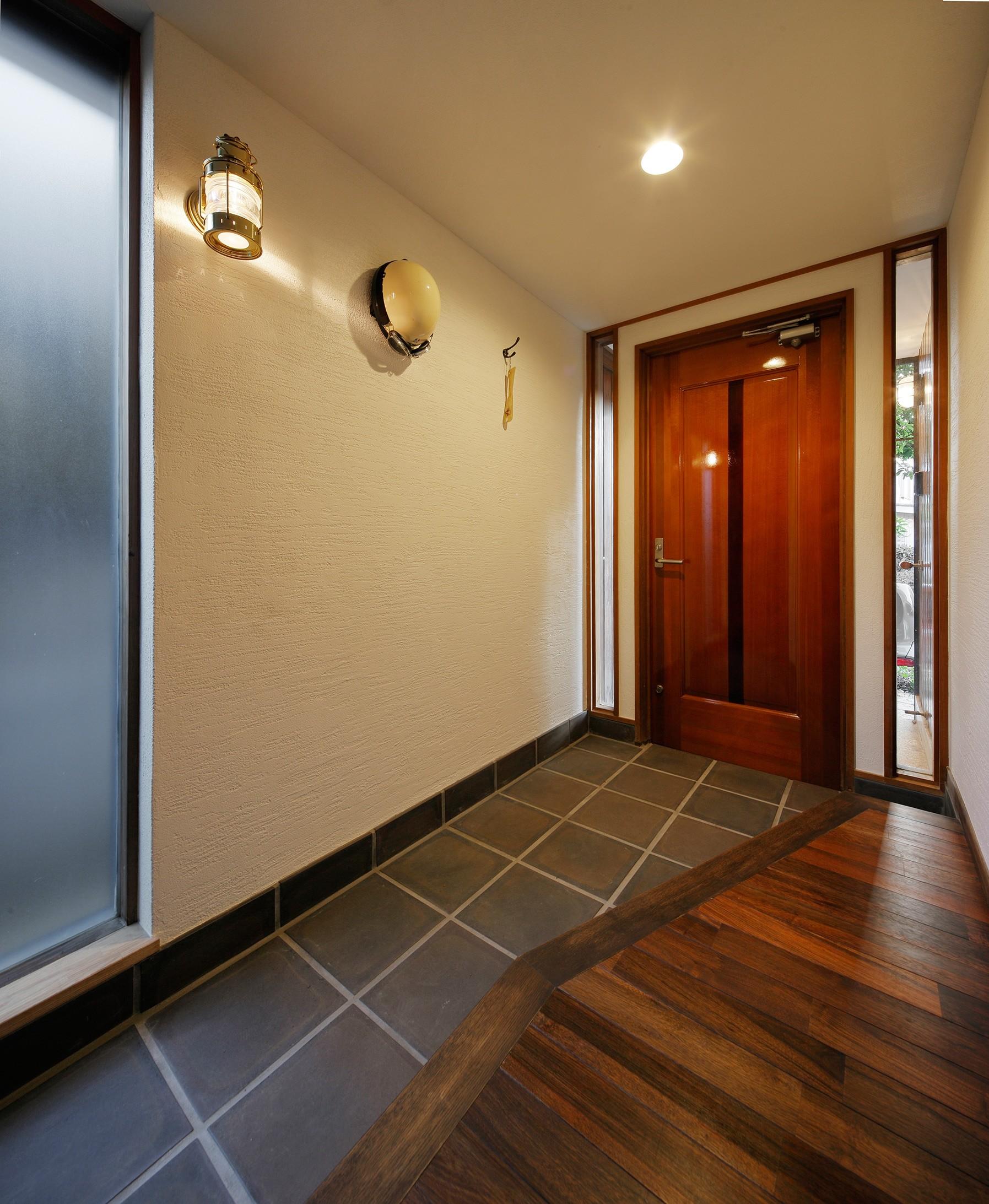 玄関事例:重厚感が漂う上質の玄関(築50年木造の家-古きよき姿を残しながら住み継ぐリノベーション-)