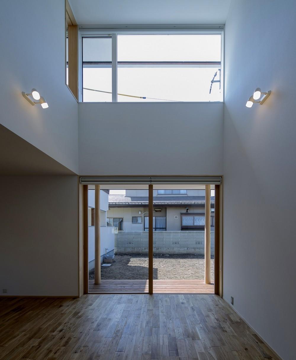 『須坂屋部町の家』思いっきり遊べる庭がある家 (リビング)