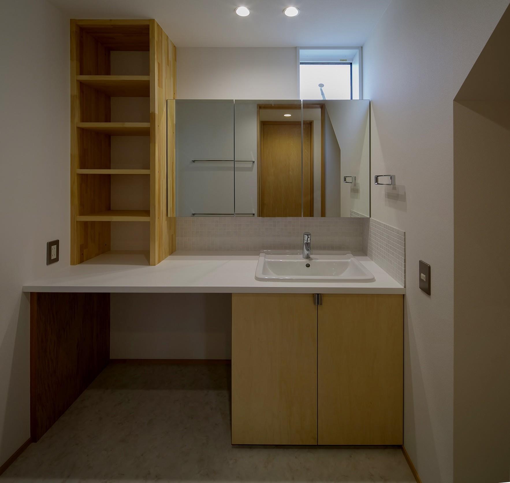 バス/トイレ事例:洗面脱衣室(『須坂屋部町の家』思いっきり遊べる庭がある家)