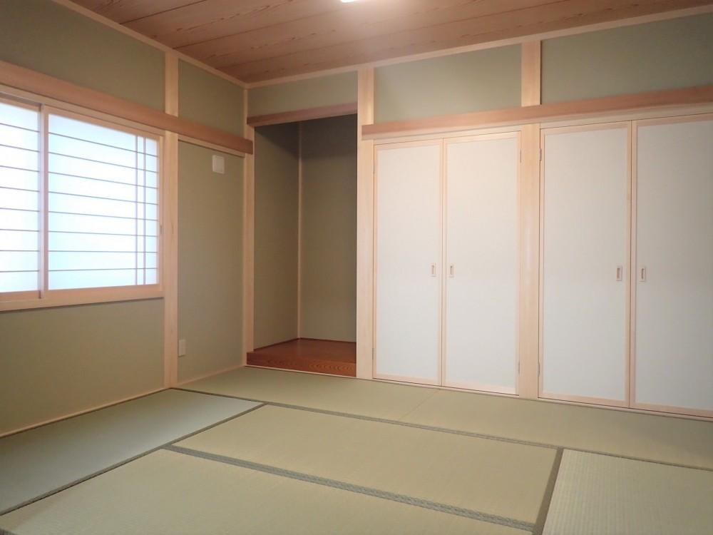 木のやさしさに包まれて家族と過ごす広々空間 (和室)