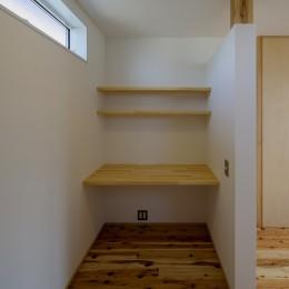 『須坂屋部町の家』思いっきり遊べる庭がある家 (書斎スペース)