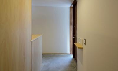 『須坂屋部町の家』思いっきり遊べる庭がある家 (玄関ホール)