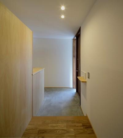 玄関ホール (『須坂屋部町の家』思いっきり遊べる庭がある家)