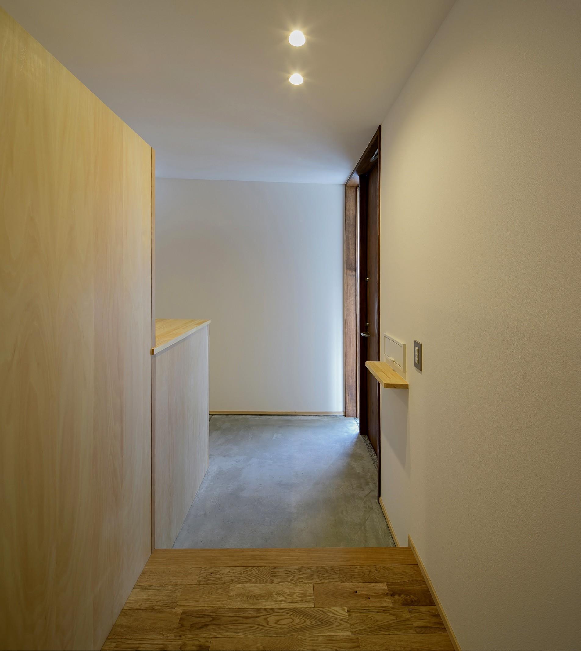 玄関事例:玄関ホール(『須坂屋部町の家』思いっきり遊べる庭がある家)