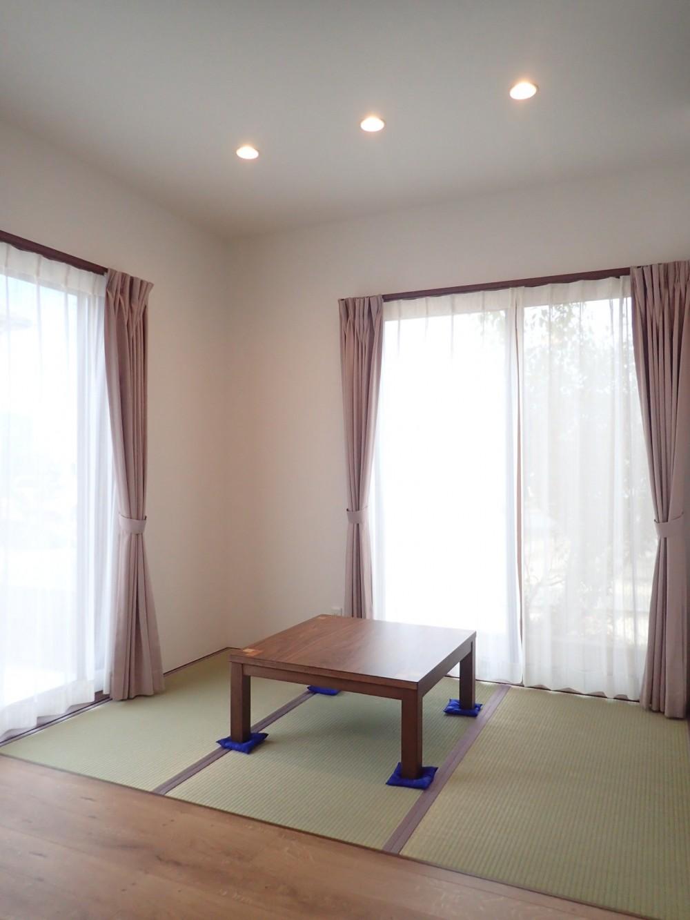 家族3世帯で暮らすみんなが住みやすい家 (畳コーナー)