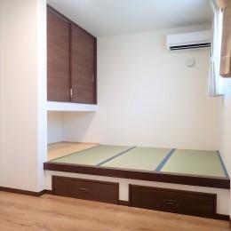 家族3世帯で暮らすみんなが住みやすい家 (小上がり畳のある寝室)
