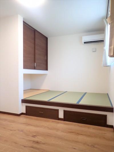 小上がり畳のある寝室 (家族3世帯で暮らすみんなが住みやすい家)