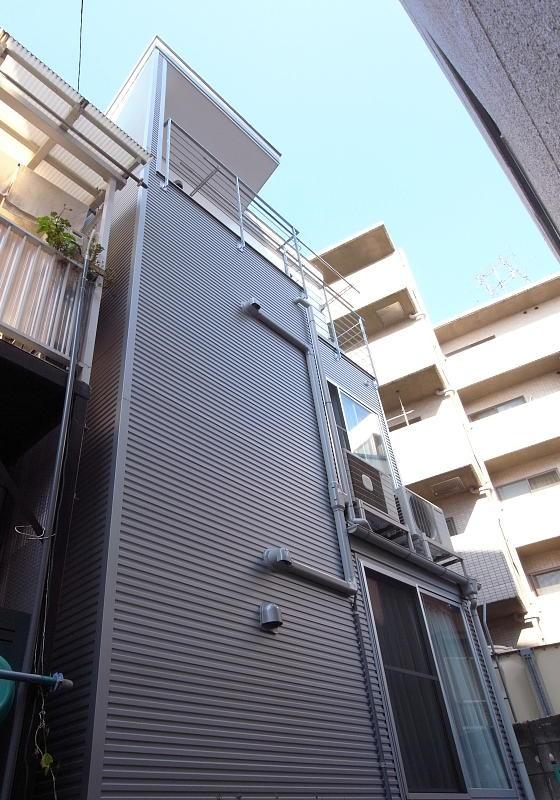 羽根木の家-9.5坪の敷地に (南側外観)