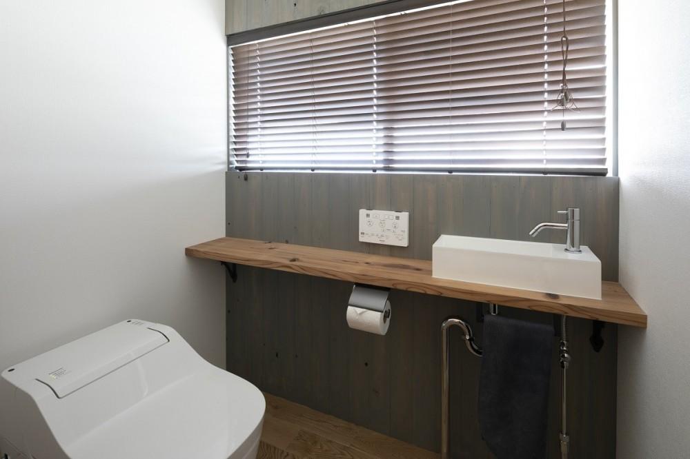 三世代同居の丈夫で使いやすい家 「O-River」 (トイレ)