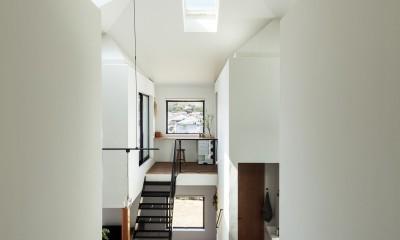四つ角の家|家の中に4つの小さな家がある住宅【大阪府堺市】 (北東から四つ角を見る。大きな家の四隅に小さな家が寄り添っている。)