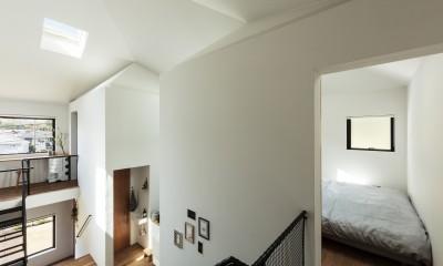 四つ角の家|家の中に4つの小さな家がある住宅【大阪府堺市】 (大きな家と小さな家は一つの大きな屋根を共有している。)