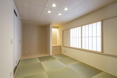 和室 (三つの陸屋根を持つコートハウス)