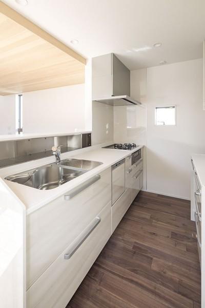 キッチン (三つの陸屋根を持つコートハウス)