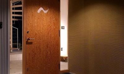 二世帯で楽しく暮らす家|吾妻川の家 (玄関)
