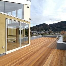 二世帯で楽しく暮らす家|吾妻川の家 (親子で楽しむデッキスペース)