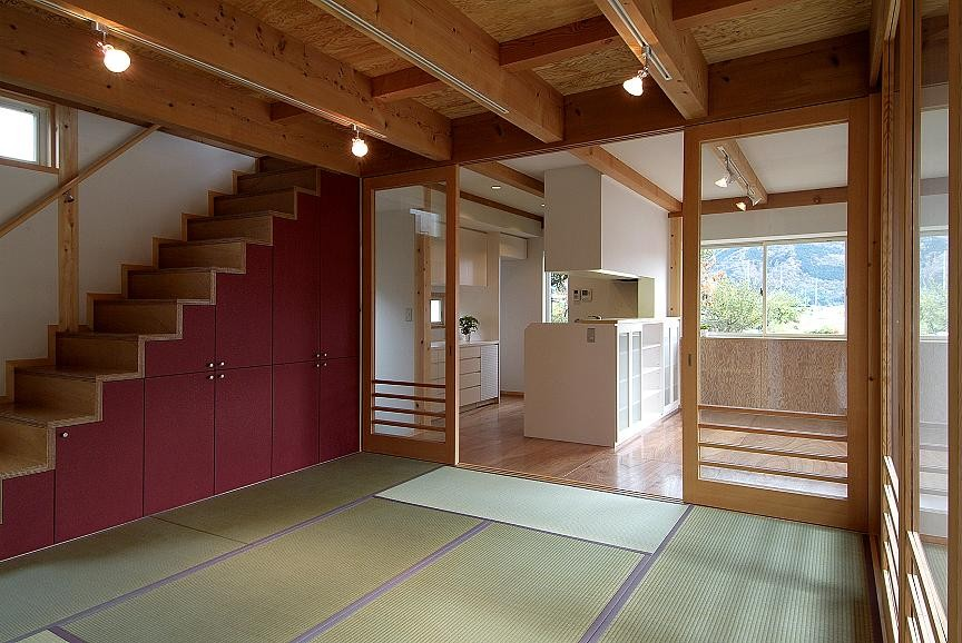 二世帯で楽しく暮らす家|吾妻川の家 (親世帯の茶の間)