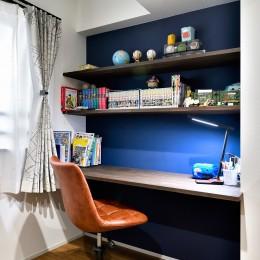 ゼロからの家づくり-ブルックリンハウス-(商業用ビルの倉庫から住居スペースへリフォーム)<第26回 「ジェルコリフォームコンテスト2018 関東甲信越支部」入賞 受賞>-ブルーの壁がアクセントの子供部屋