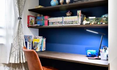 ゼロからの家づくり-ブルックリンハウス-(商業用ビルの倉庫から住居スペースへリフォーム)<第26回 「ジェルコリフォームコンテスト2018 関東甲信越支部」入賞 受賞> (ブルーの壁がアクセントの子供部屋)
