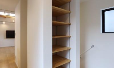 外部の視線を気にしない2階LDKの家 (廊下)
