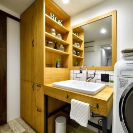 ゼロからの家づくり-ブルックリンハウス-(商業用ビルの倉庫から住居スペースへリフォーム)<第26回 「ジェルコリフォームコンテスト2018 関東甲信越支部」入賞 受賞>-大容量の収納スペースを設けた洗面室