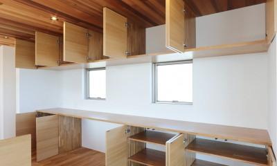 カーテン要らずの爽快な暮らし。高台立地で選ぶ、2階LDK。「非日常が日常になる家」 (キッチン収納)