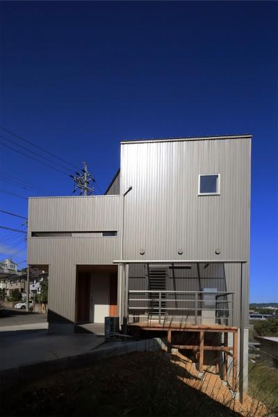 外観 (カーテン要らずの爽快な暮らし。高台立地で選ぶ、2階LDK。「非日常が日常になる家」)