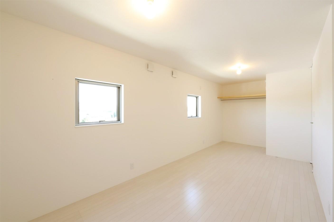 ベッドルーム事例:洋室(カーテン要らずの爽快な暮らし。高台立地で選ぶ、2階LDK。「非日常が日常になる家」)