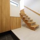 カーテン要らずの爽快な暮らし。高台立地で選ぶ、2階LDK。「非日常が日常になる家」の写真 玄関