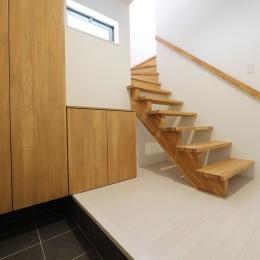 カーテン要らずの爽快な暮らし。高台立地で選ぶ、2階LDK。「非日常が日常になる家」 (玄関)