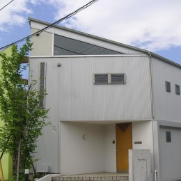 ガレージのある家|mm box (外観)