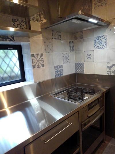 オールステンレス製オーダーキッチン (リノベーション住宅3)