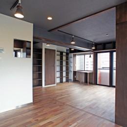 カグ ノ モリ - 壁面全面造作家具のリノベーション - (キッチンからリビングの眺め)