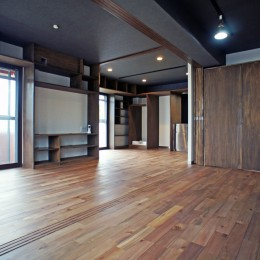カグ ノ モリ - 壁面全面造作家具のリノベーション - (書斎からキッチンへの眺め)