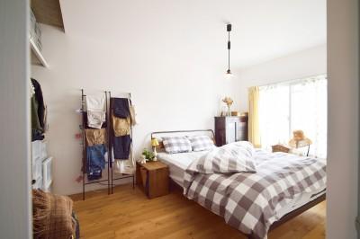 清潔感のある白い壁が印象的な洋室 (アイアンと木材で洗練された空間に  ーインダストリアルスタイル―<第35回 住まいのリフォームコンクール【住宅リフォーム部門】優秀賞 受賞>)