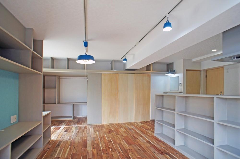 カグ ノ モリ - 壁面全面造作家具のリノベーション - (LDKから個室の眺め)