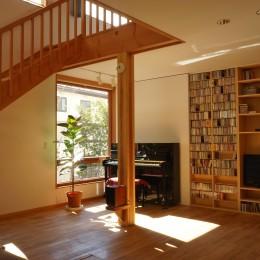 逗子の家―気持ちの良い場所 (リビングダイニングのテレビ収納)