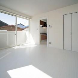 COPAIN HOUSE/四角のシンプルアパートメント (リビングダイニング)