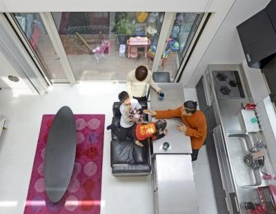 二つの庭と三つのリビング -34畳の広々地下室の家- (テラスリビング)
