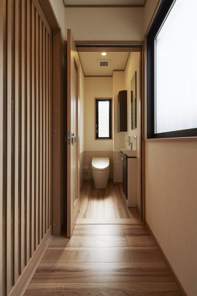バリアフリーを考慮したトイレ (大勢で集まっても楽しめる大空間リビングが自慢のお家)