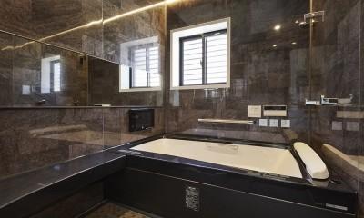 純和風建築から未来へと引き継がれるイタリアンモダンな住まいへ (肩湯で疲れを癒す上質バスルーム)