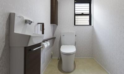 純和風建築から未来へと引き継がれるイタリアンモダンな住まいへ (広いスペースを活用してトイレを新設)