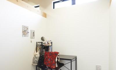 稲村ヶ崎の住宅 - 建物と自然からうまれる平屋中庭住宅 - (天井の高い個室)
