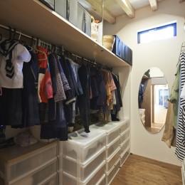 稲村ヶ崎の住宅 - 建物と自然からうまれる平屋中庭住宅 - (家族共有のシェアストレージ)