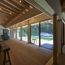 稲村ヶ崎の住宅 - 建物と自然からうまれる平屋中庭住宅 -の写真 廊下からの眺め