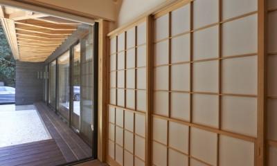 稲村ヶ崎の住宅 - 建物と自然からうまれる平屋中庭住宅 - (雪見障子)