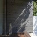 稲村ヶ崎の住宅 - 建物と自然からうまれる平屋中庭住宅 -の写真 外壁焼杉